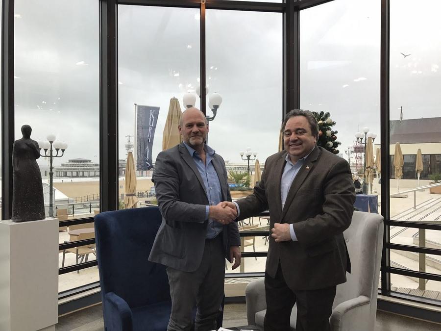 جلسه علی شریعتی مقدم با تولید کننده پیاز زعفران در هلند