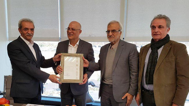 شافعی در دیدار از کارخانجات گروه صنعتی و پژوهشی زر مطرح کرد : شکاف تکنولوژیک، عامل جا ماندن ایران از رقابت جهانی