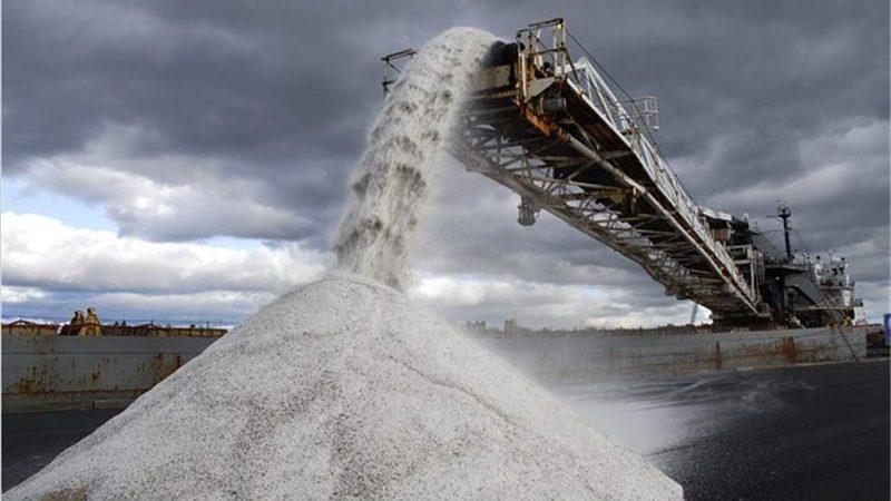 مدیرعامل شرکت آب، خاک و سازه:  خوزستان ۶۰ درصد نمک صنعتی کشور را تولید میکند