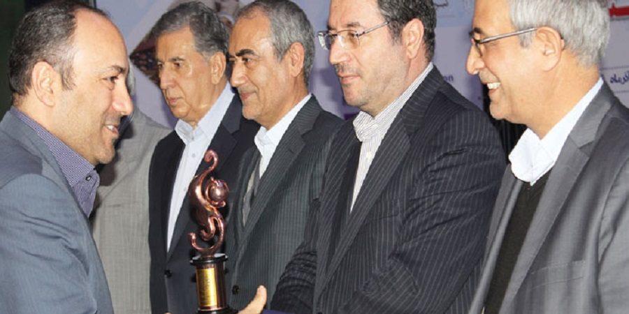 شرکت شیر پاستوریزه پگاه آذربایجان شرقی لوح و تندیس « صادرکننده نمونه استانی » دریافت کرد