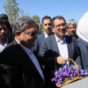 بازدید وزیر صنعت، معدن و تجارت از گروه کشاورزی و تولیدی تروند زعفران+ تصاویر