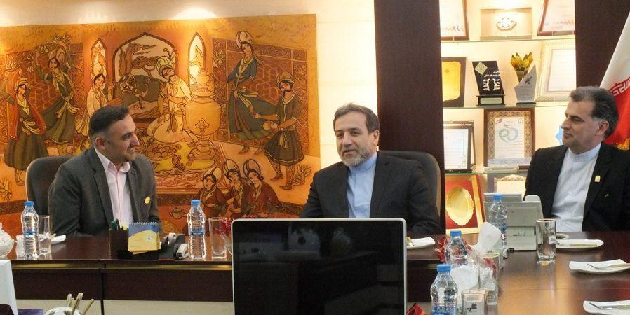 دکتر عراقچی،معاون وزیر خارجه در بازدید از گروه زعفران سحرخیز:وظیفه سفرا هموار کردن راه بازرگانان کشور است  + گزارش تصویری