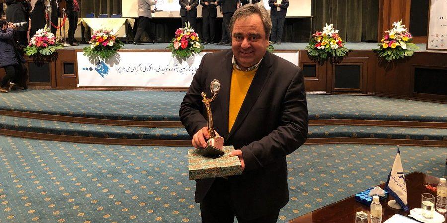 مدیر عالی گروه بین المللی نوین زعفران تندیس تولیدکننده نمونه و برتر  پانزدهمین جشنواره تولید ملی – افتخار ملی دریافت نمود