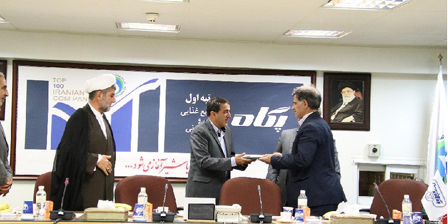 با حضور شورای عالی وزرا و دستگاههای اجرایی در امور ایثارگران از مدیر عامل صنایع شیر ایران تقدیر شد