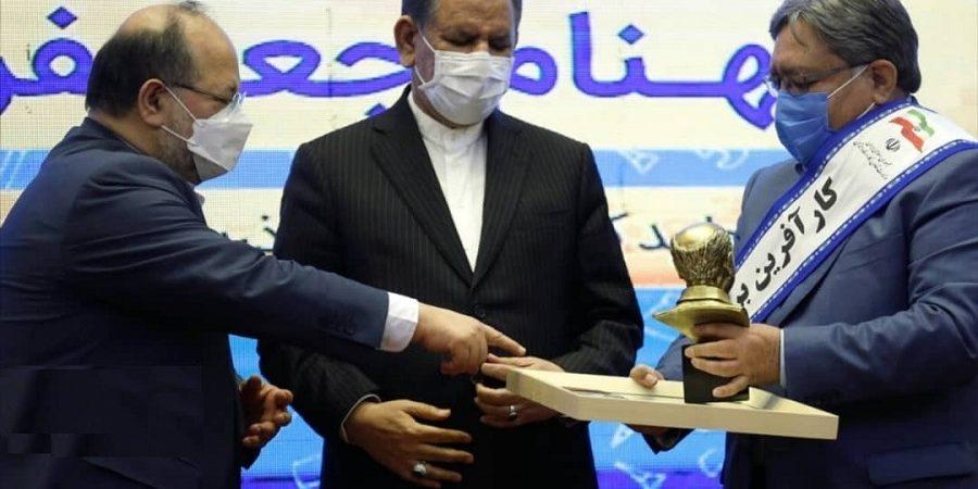 از سوی وزارت کارو رفاه اجتماعی صورت گرفت /محسن احتشام از شرکت تروند زعفران قاین عنوان کارآفرین برتر ملی برگزیده شد + تصاویر